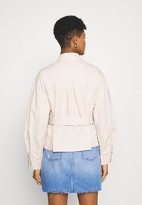 Tommy Jeans - BELTED OVERSHIRT - Blouse - smooth stone - 2