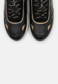 Fabienne Chapot - PEGGY - Sneakers laag - black - 5