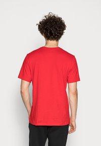 Nike Sportswear - CLUB TEE - T-paita - university red/white - 2
