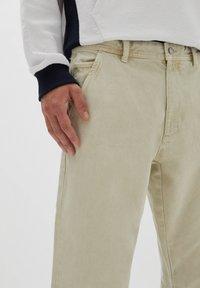 PULL&BEAR - Straight leg jeans - mottled beige - 3