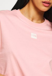 The North Face - CENTRAL LOGO CROP TEE - Print T-shirt - ballet pink/vintage white - 5