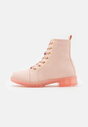 LACE UP COMBAT BOOT - Snørestøvletter - peach whip