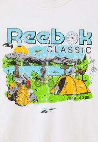 Reebok Classic - TEE WEST - Print T-shirt - chalk - 2