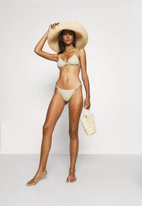 Billabong - MEET YOUR ISLA - Braguita de bikini - matcha - 1
