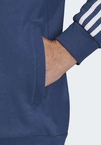 adidas Originals - 3-STRIPES HOODIE - Sweat à capuche - blue - 4