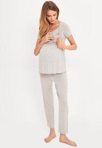 Cool Mama - BAMBOO MATERNITY & NURSING PYJAMA 2 IN 1 BASIC - Pyjama - grey - 1