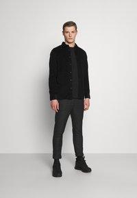 Selected Homme - SLHREGHENLEY CAMP - Skjorta - black - 1
