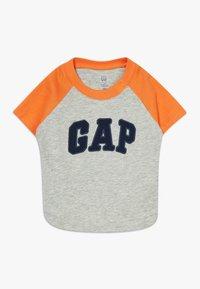 GAP - GARCH - T-shirt z nadrukiem - light heather grey - 0