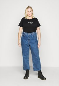 Calvin Klein Jeans Plus - GLITTER MONOGRAM TEE - Print T-shirt - black - 1