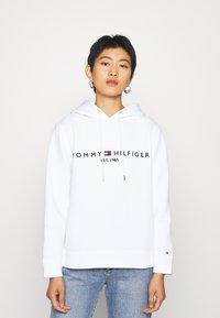 Tommy Hilfiger - HOODIE - Hoodie - white - 0