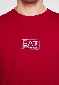 EA7 Emporio Armani - Print T-shirt - tango red - 5