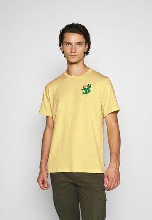 RELAXED FIT TEE - T-shirt imprimé - dusky citron