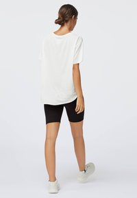 OYSHO - Jednoduché triko - white - 2