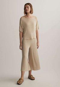 OYSHO - Pantalon classique - beige - 1