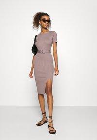 Missguided - SELF BELT MIDAXI DRESS - Jumper dress - brown - 1