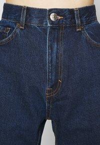 PULL&BEAR - Džíny Slim Fit - stone blue denim - 7