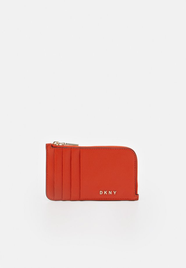 BRYANT ZIP CARD HOLDER - Portefeuille - carrot