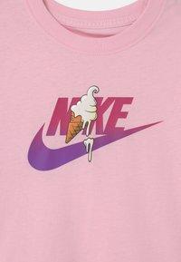 Nike Sportswear - SUMMER - Triko spotiskem - pink foam - 2