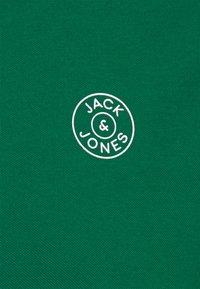 Jack & Jones - JJMISARI - Polo shirt - verdant green - 2
