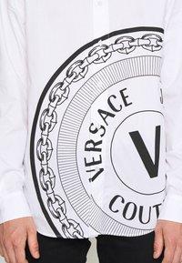 Versace Jeans Couture - Shirt - bianco ottico - 6