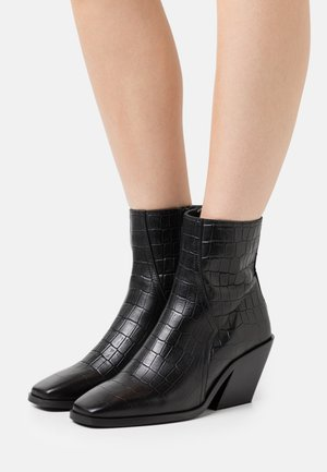 VMEMILY BOOT - Classic ankle boots - black