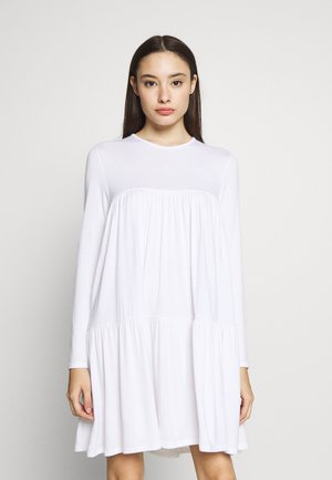 TIERED SMOCK DRESS - Denní šaty - white