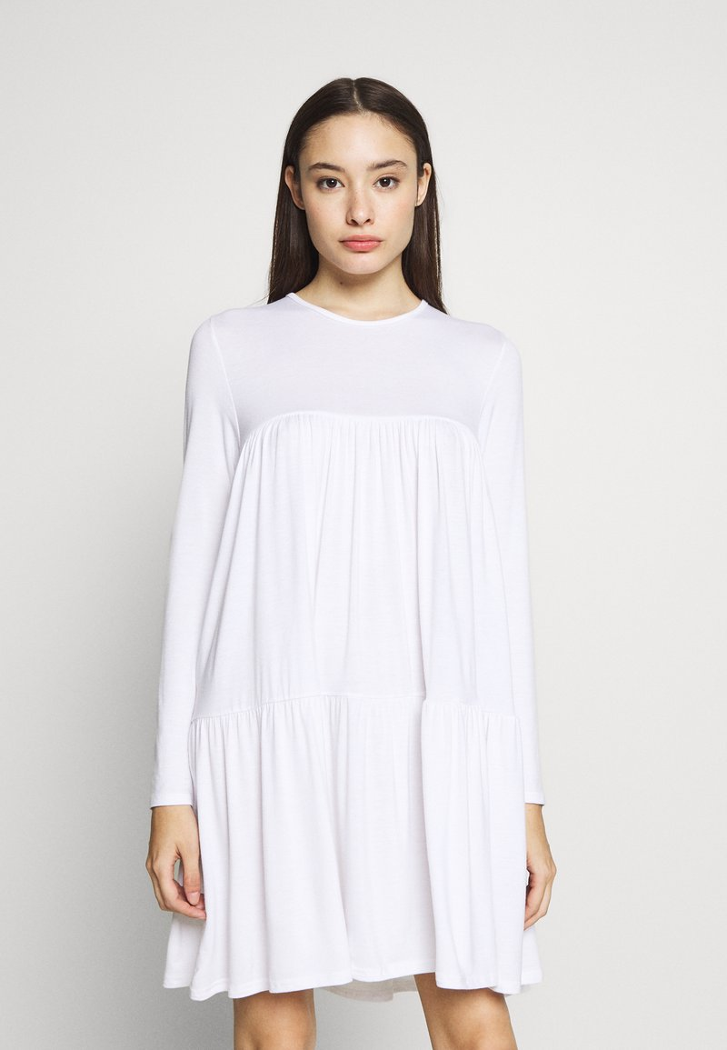Missguided Petite - TIERED SMOCK DRESS - Sukienka letnia - white