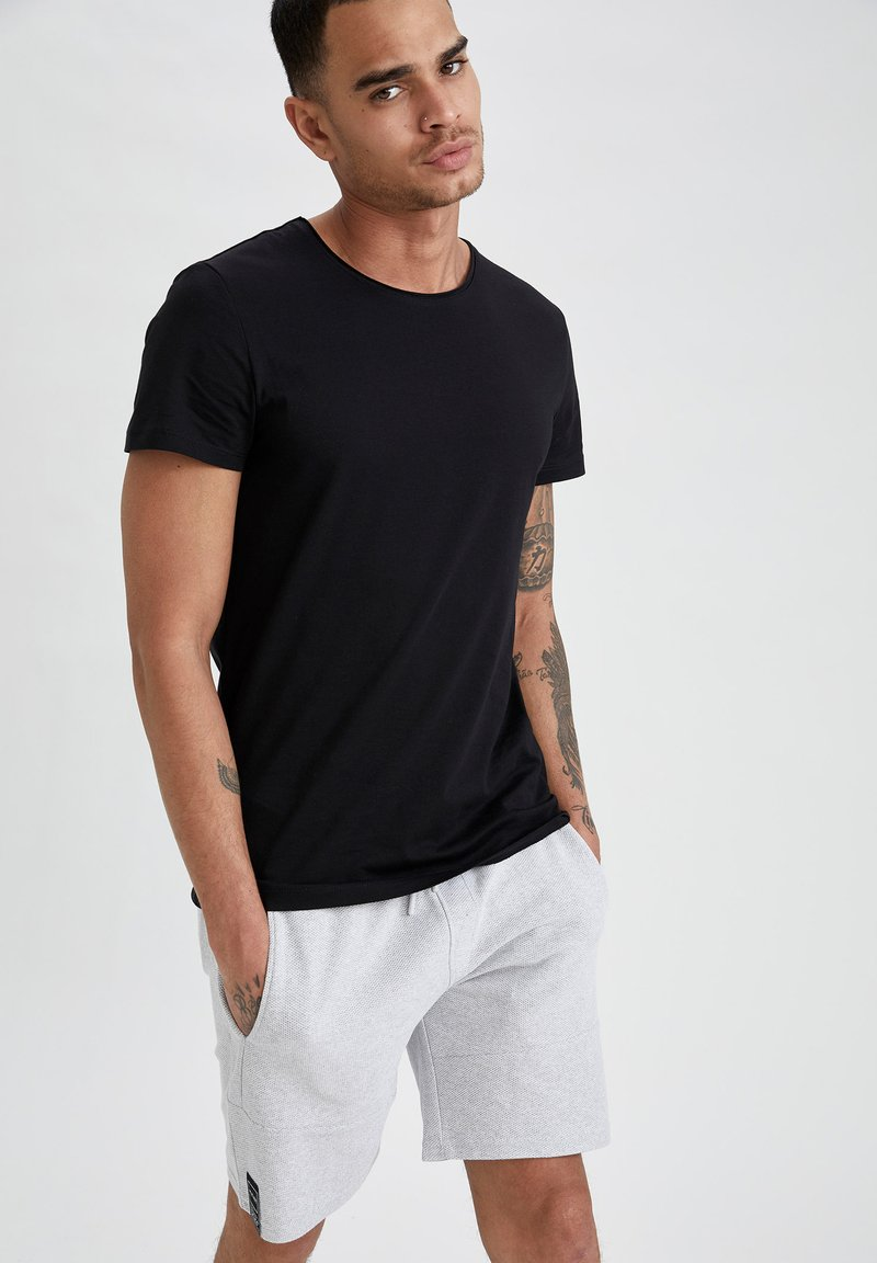 DeFacto - Basic T-shirt - black