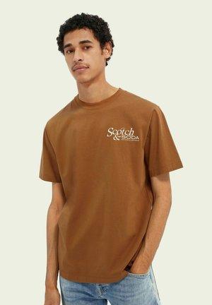 GRAPHIC - Print T-shirt - tobacco