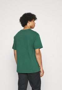 Levi's® - VINTAGE TEE - Basic T-shirt - forest biome - 2