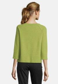 Betty Barclay - MIT KNOPFLEISTE - Sweatshirt - turtle green - 2