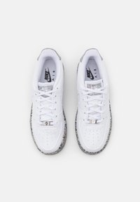 Nike Sportswear - AIR FORCE 1 KSA UNISEX - Baskets basses - white/metallic silver - 3