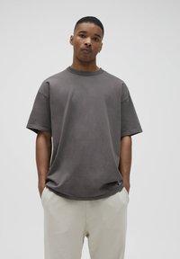 PULL&BEAR - LOOSE-FIT - Basic T-shirt - mottled dark grey - 0
