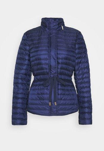 BELTED PUFFR - Gewatteerde jas - true navy