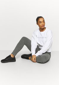 Champion - CUFFED PANTS - Tracksuit bottoms - mottled grey - 1