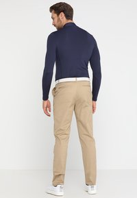 Lyle & Scott - TROUSER - Chinos - dark sand - 2