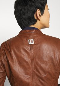 Freaky Nation - NEW TULA - Leather jacket - cognac - 3