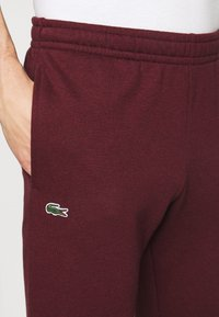 Lacoste - Spodnie treningowe - bordeaux - 4