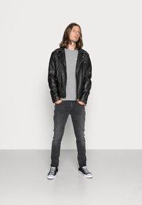 Calvin Klein Jeans - SMALL INSTIT LOGO CHEST TEE - Basic T-shirt - grey - 1