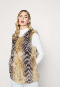 Missguided - CHEVRON TIPPED FUR GILET - Waistcoat - beige - 0