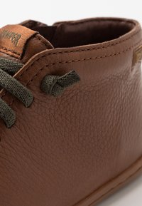 Camper - PEU CAMI KIDS WARM LINING - Volnočasové šněrovací boty - medium brown - 2