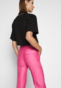 Victoria Victoria Beckham - DRAINPIPE - Pantalon classique - candy pink - 4