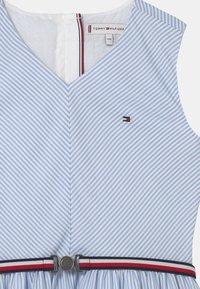 Tommy Hilfiger - STRIPE V-NECK - Vestito elegante - calm blue - 2