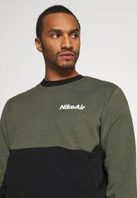 Nike Sportswear - AIR CREW - Mikina - twilight marsh/black/white - 4