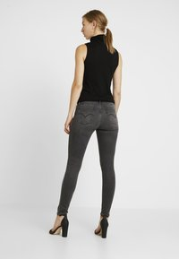 Levi's® - 710 INNOVATION SUPER SKINNY - Jeans Skinny Fit - black denim - 2