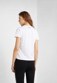 KARL LAGERFELD - IKONIK CHOUPETTE - Print T-shirt - white - 2