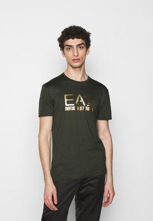 T-shirt med print - olive/gold
