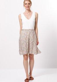 zero - MIT BLUMENDRUCK - A-line skirt - raw cotton - 1
