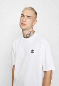 adidas Originals - TREFOIL TEE - Camiseta estampada - white/black - 3