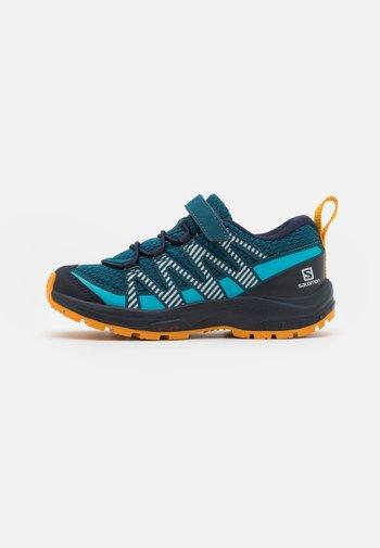 XA PRO V8 UNISEX - Hiking shoes - legionblue/night sky/autumn blaze